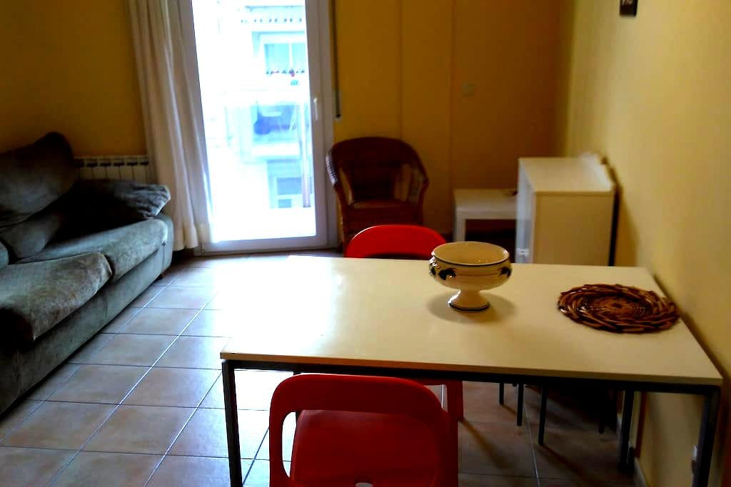 Modern appartment, cozy, well locatad. Terrace - Figueres - Daire