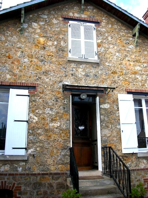 Chambre proche de Paris - Taverny - House