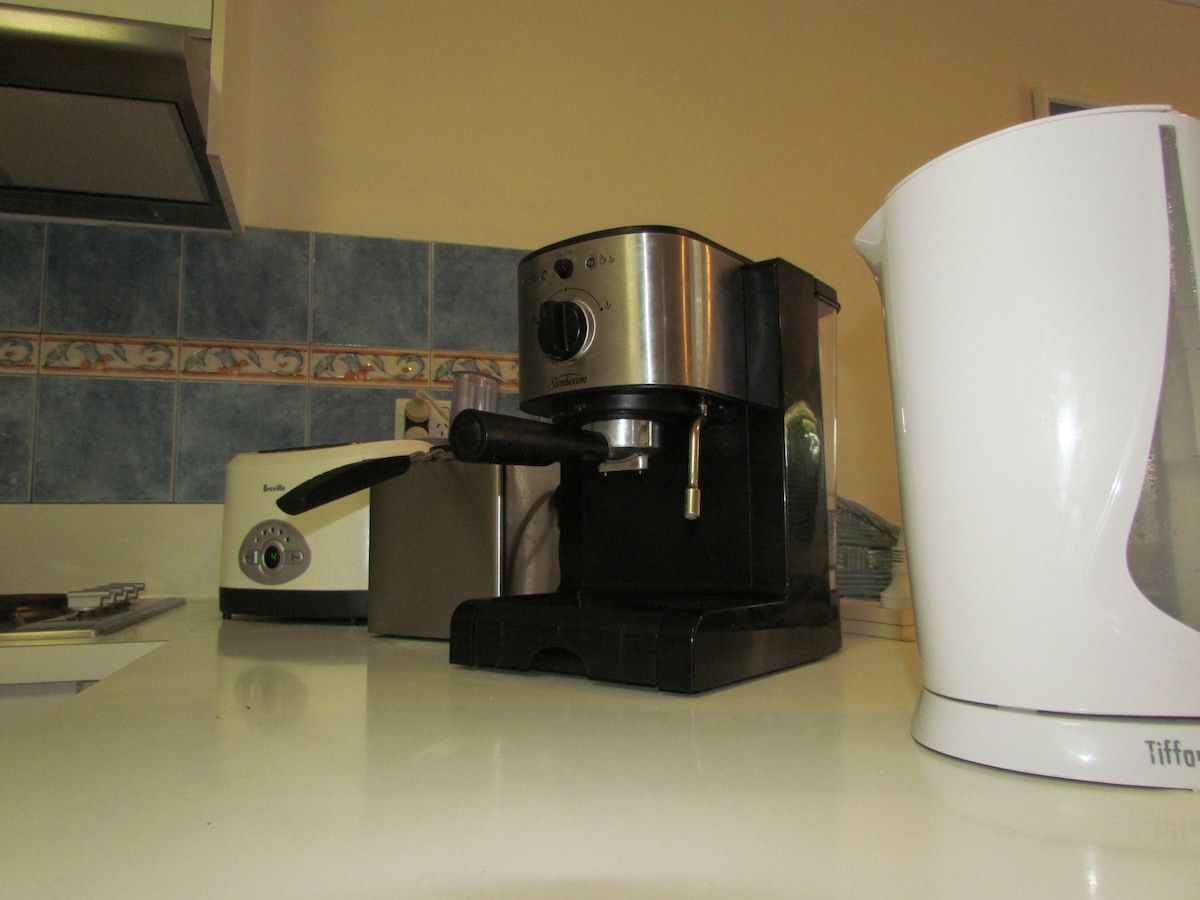 Coffee machine, toaster, deep fryer and kettle