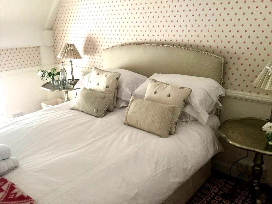 Luxury B&B Green Room Village House - Bramdean  - Bed & Breakfast