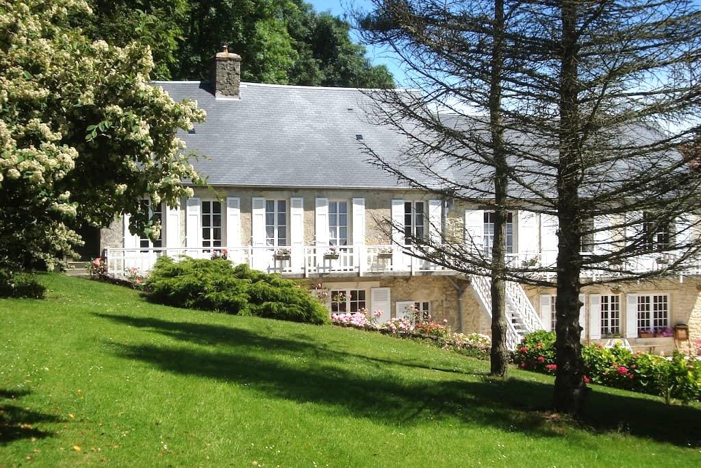 Le Clos Saint Jean: ch. Hortensia - Sainte-Honorine-des-Pertes - Bed & Breakfast