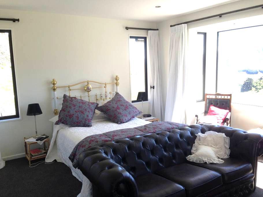 Gibbston Heights Retreat  - Gibbston - Bed & Breakfast