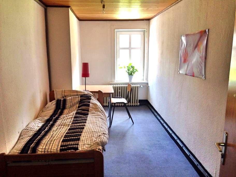 Kleines Zimmer in historischem Haus - Clausthal-Zellerfeld - Hus