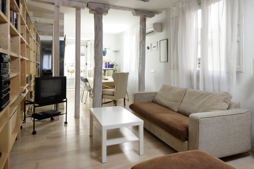 livingroom with air conditioning