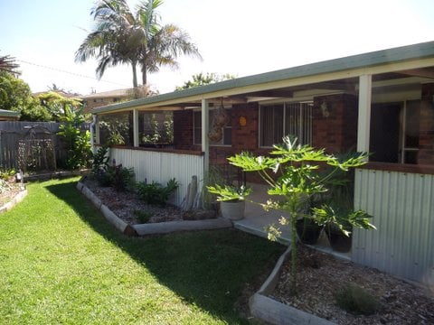 Ginger Cottage close to surf beach.