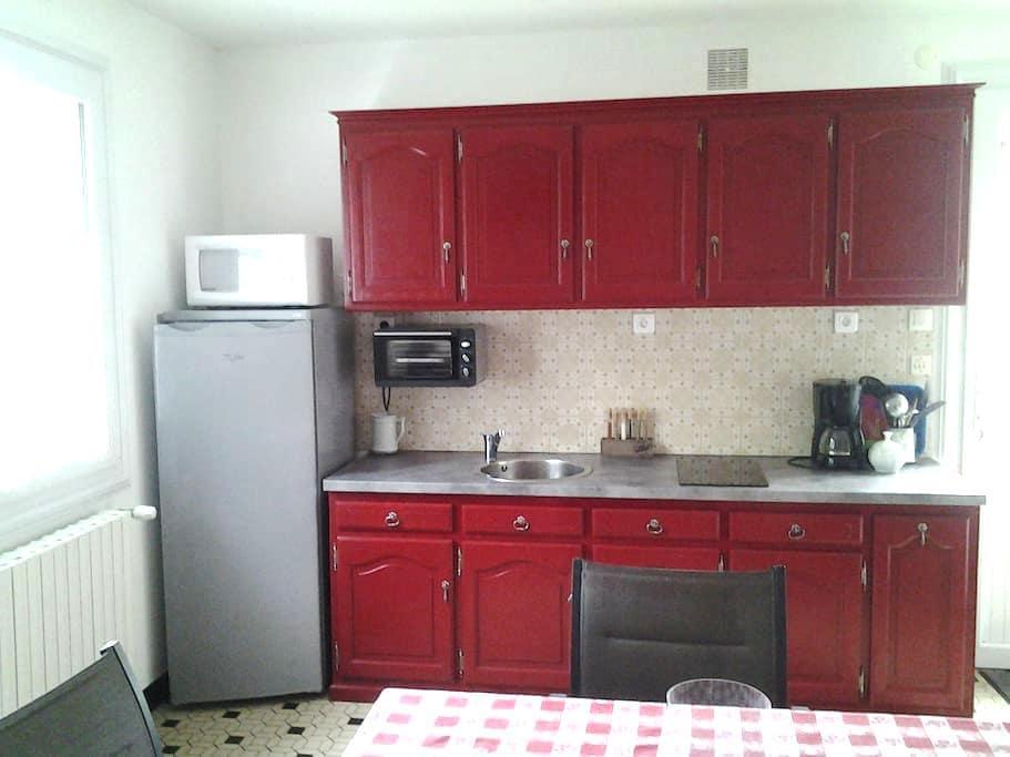 Appartement privé dans maison proche Bressuire - Bressuire - Lägenhet
