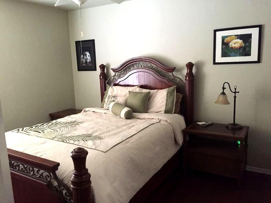 Queen bedroom - SE of Tucson GR - Vail - Hus