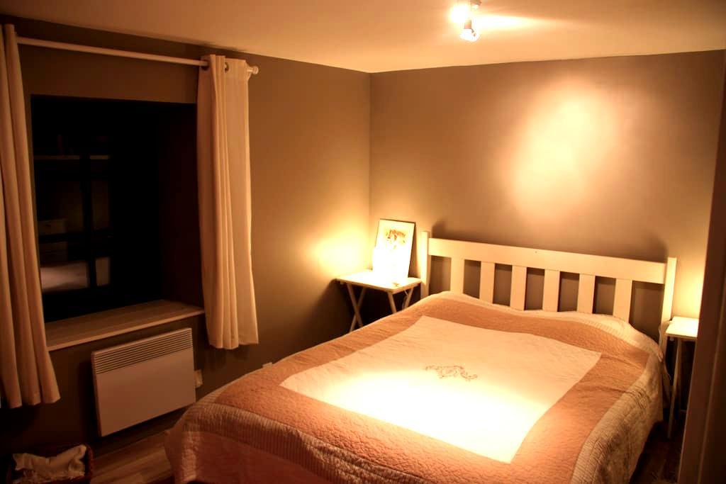Chambre calme maison en pierres  - Conand - บ้าน