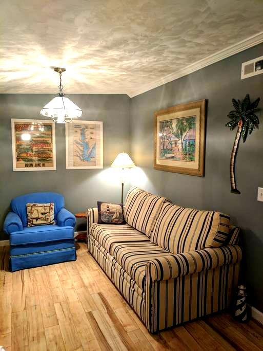 Jenny's Cozy Corner guest house. - Leland