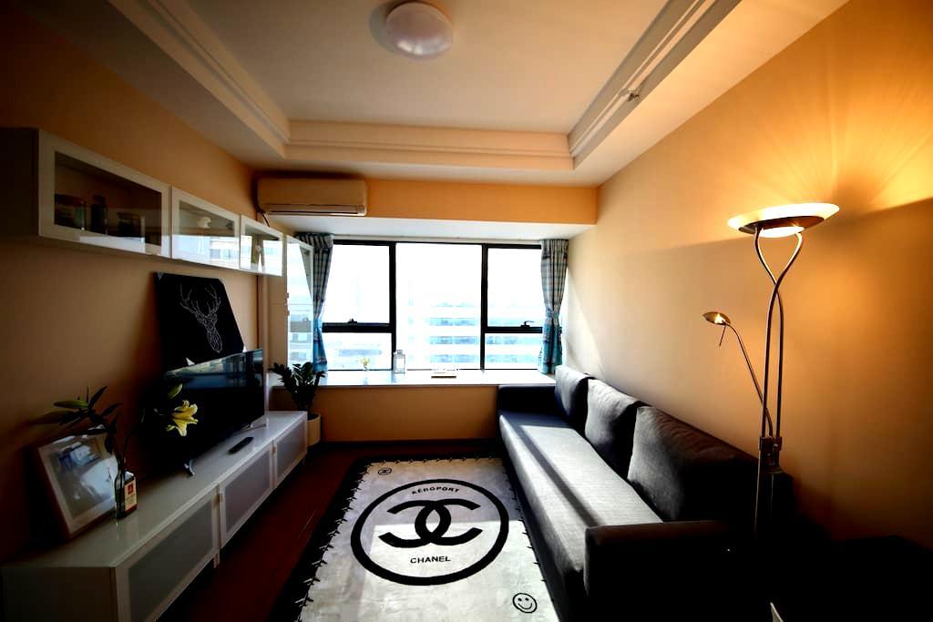 厚街万达soho公寓酒店现代简约几何主义大飘窗城景观湖套房 - 东莞 - Wohnung