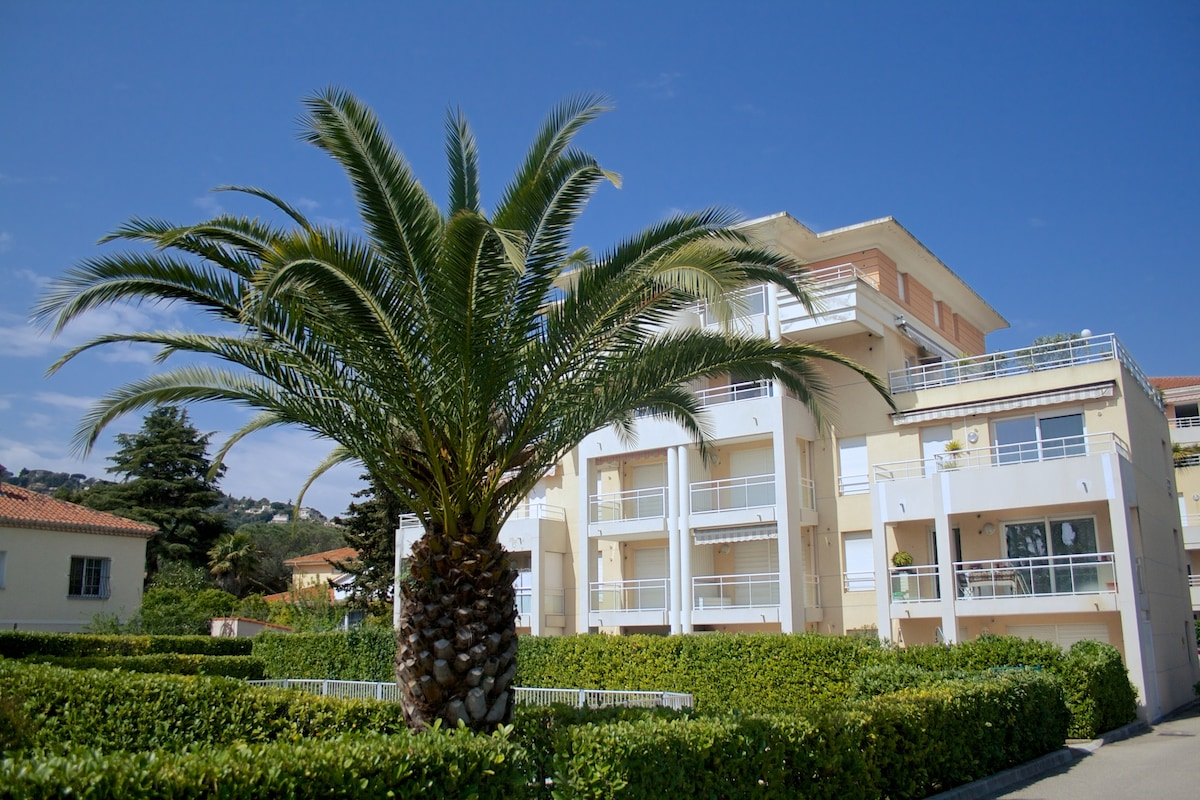Apartment with pool in Golfe Juan