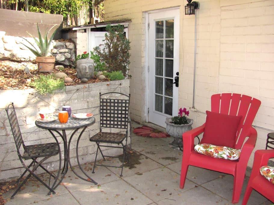 Garden Guest Quarters w/Private Entrance - Altadena