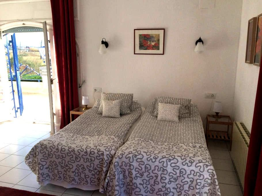 Pension Paó Blau, Red Room double room - Pau - Bed & Breakfast