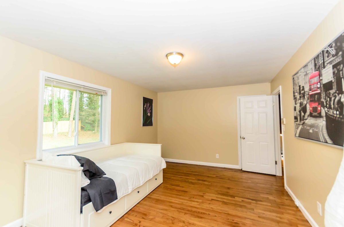 Stunning 5 BDR Decatur,Sleeps 12