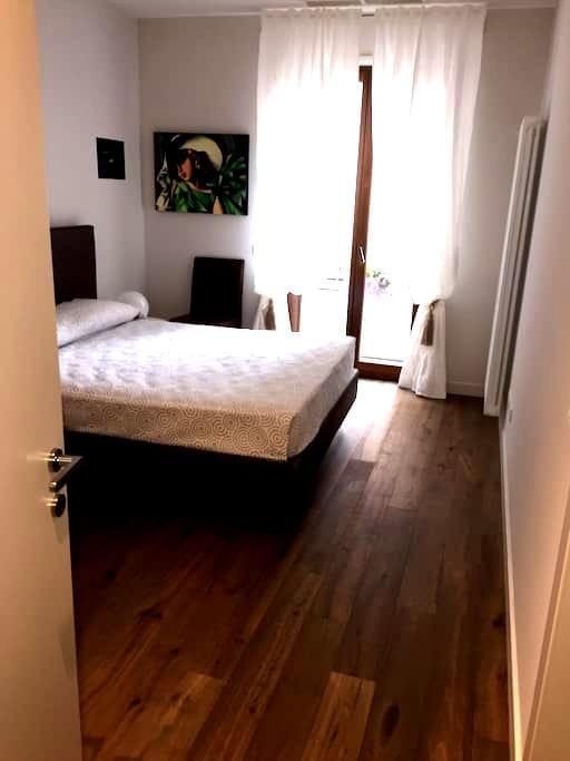 Camera Matrimoniale/ CENTRO - Verona - Apartemen