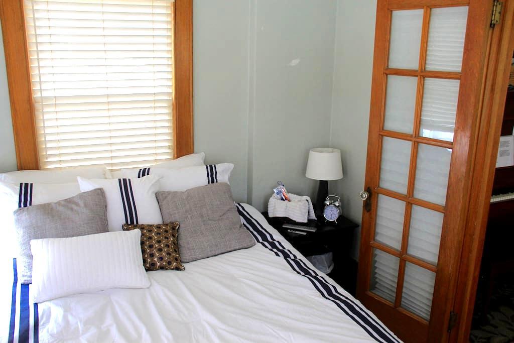 Private Room In Safe, Classic DSM - เดสมอยเนส - บ้าน