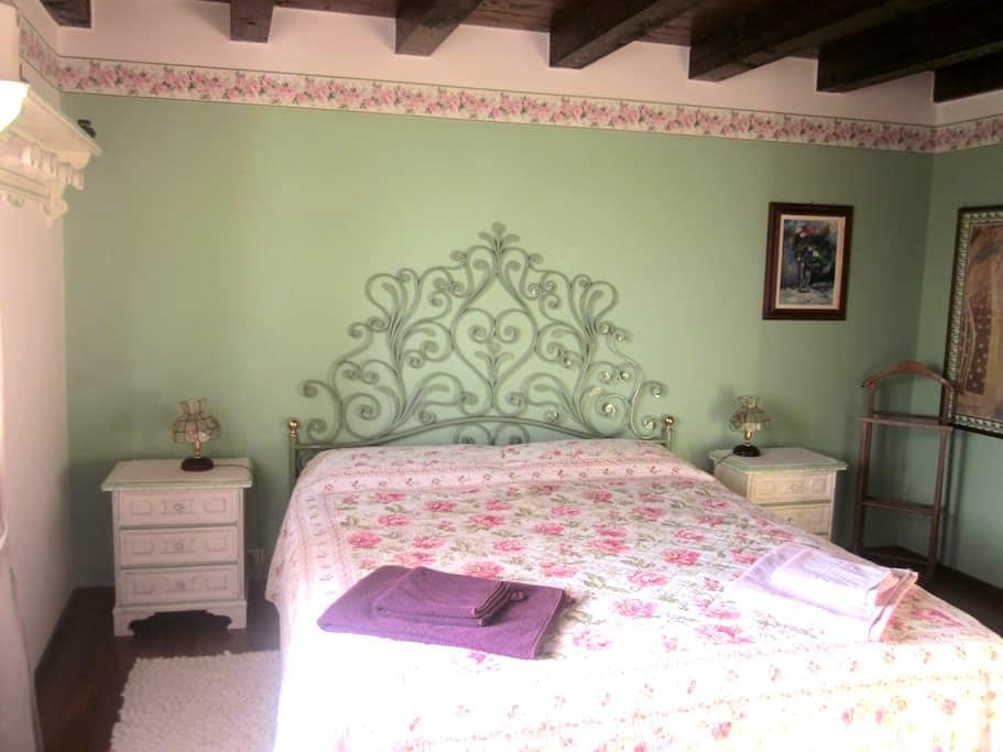 Charming b&b on Lake Garda hills - Torri del Benaco - Inap sarapan