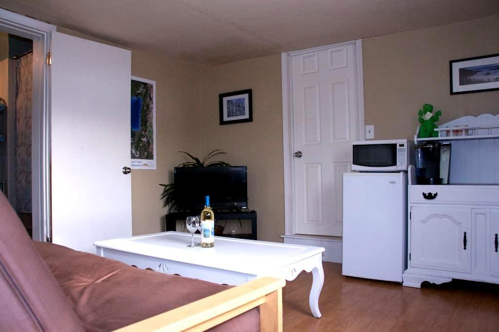 Private Suite w/ Private Entrance-Central Location - Stateline - Maison