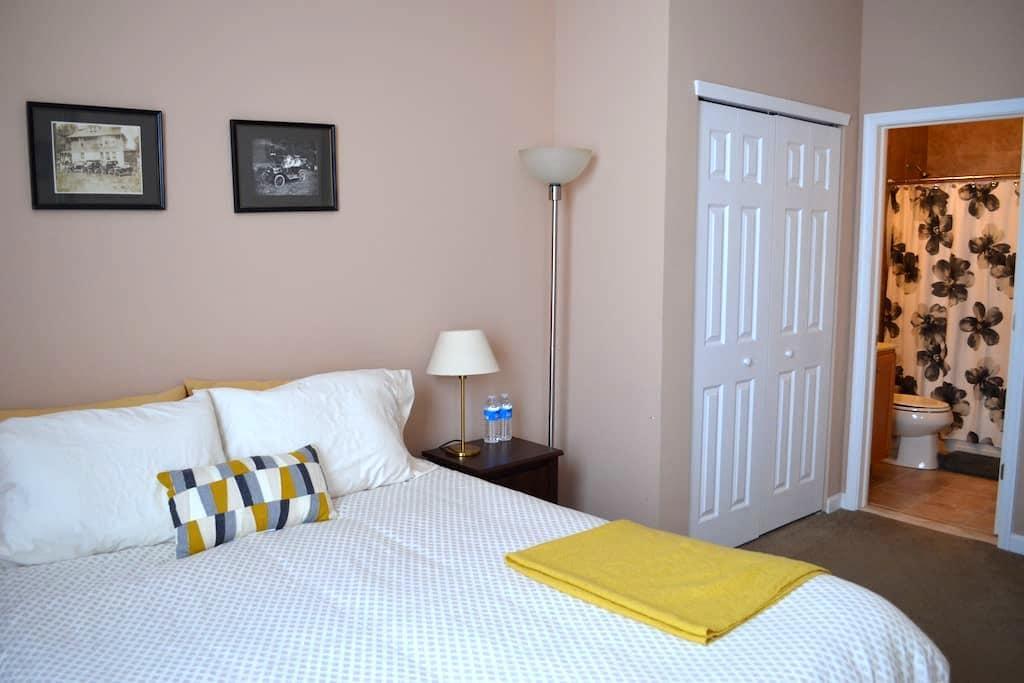 Clean & Cozy Bedroom in Brewerytown - Philadelphia - Condominio