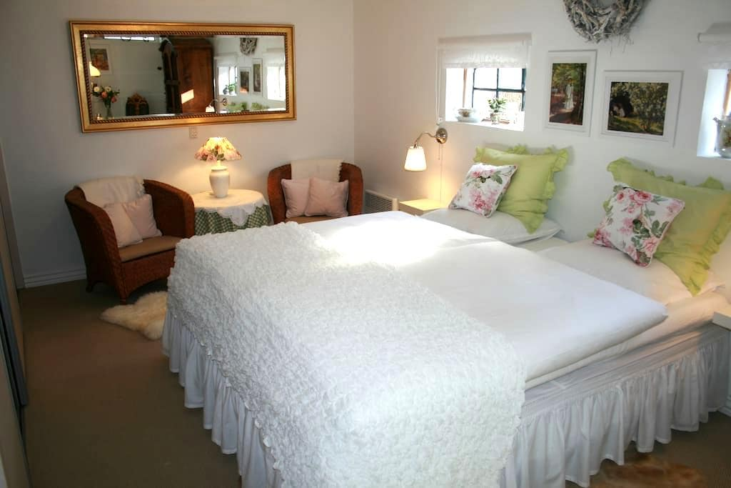 Beautiful house in the countryside - Køge - Bed & Breakfast