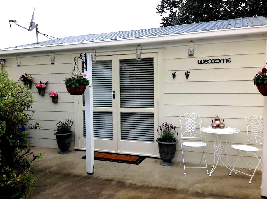 4 Paddocks cottage Bed and Breakfast - Greytown - Bungalou