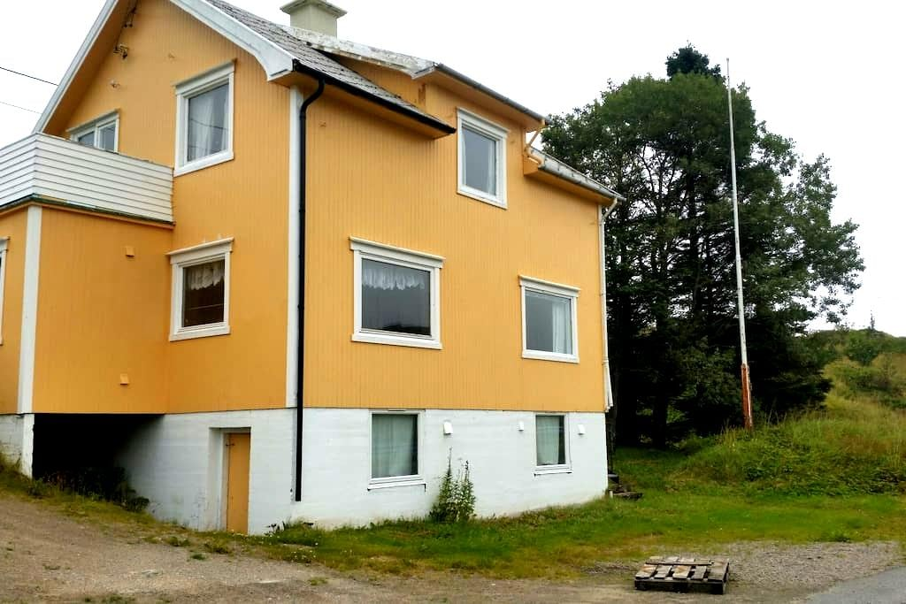 Sjarmerene hus ved havet. - Ramberg - Casa