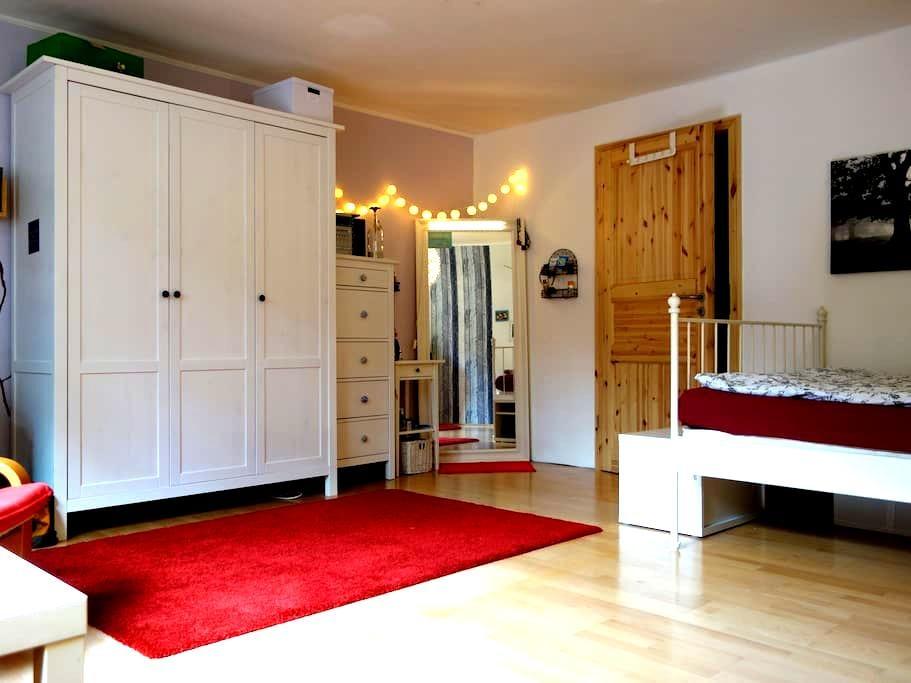 Zimmer in ruhiger Lage und doch schnell in Mainz - Ginsheim-Gustavsburg - Casa
