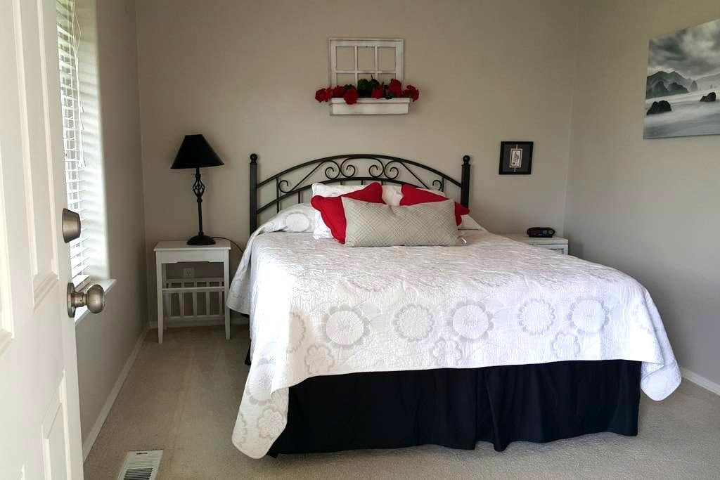 Cozy Rm/Ba/Wifi close to amenities. - McMinnville - House