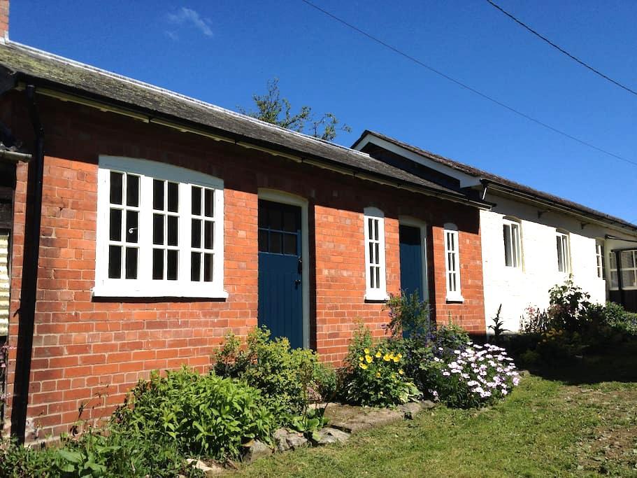 Garden Cottage - Welshpool