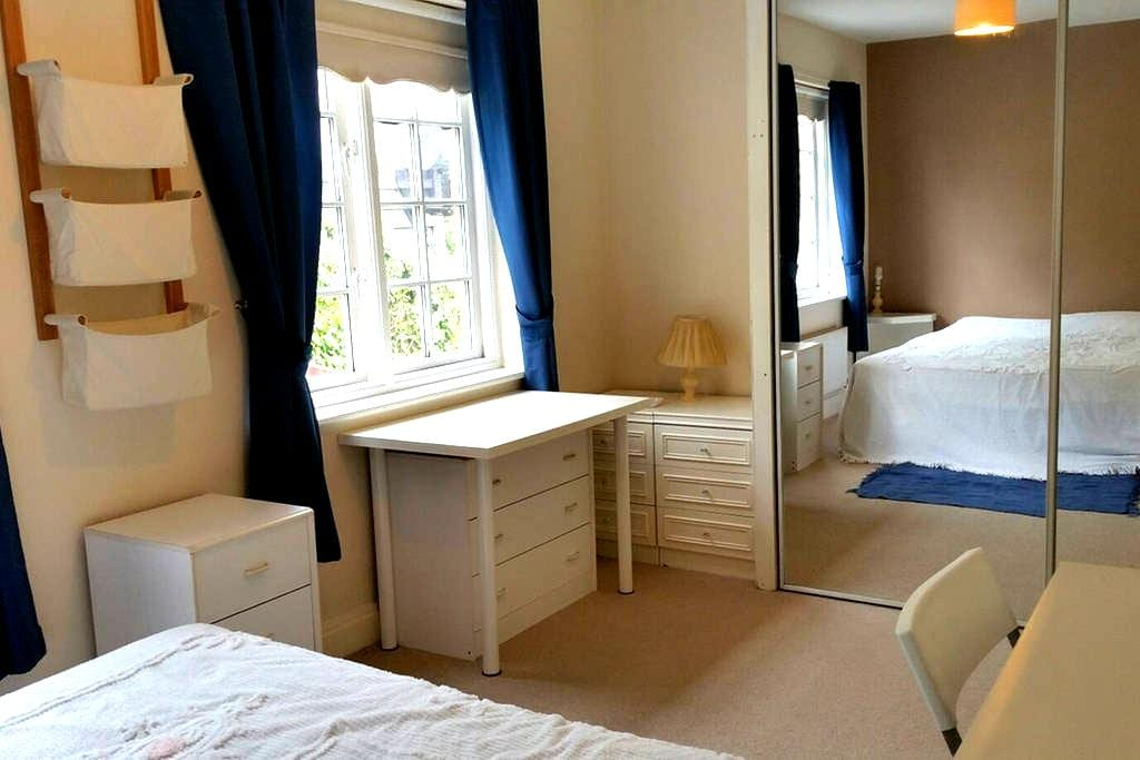 Special Price ThisWeek £55 per nite -TheBlueRoom - Knutsford