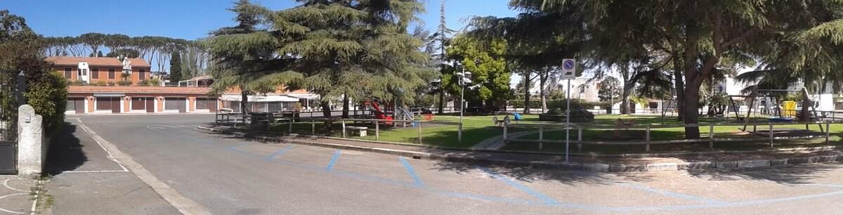 Piazzale Kennedy, adiacente alla villa