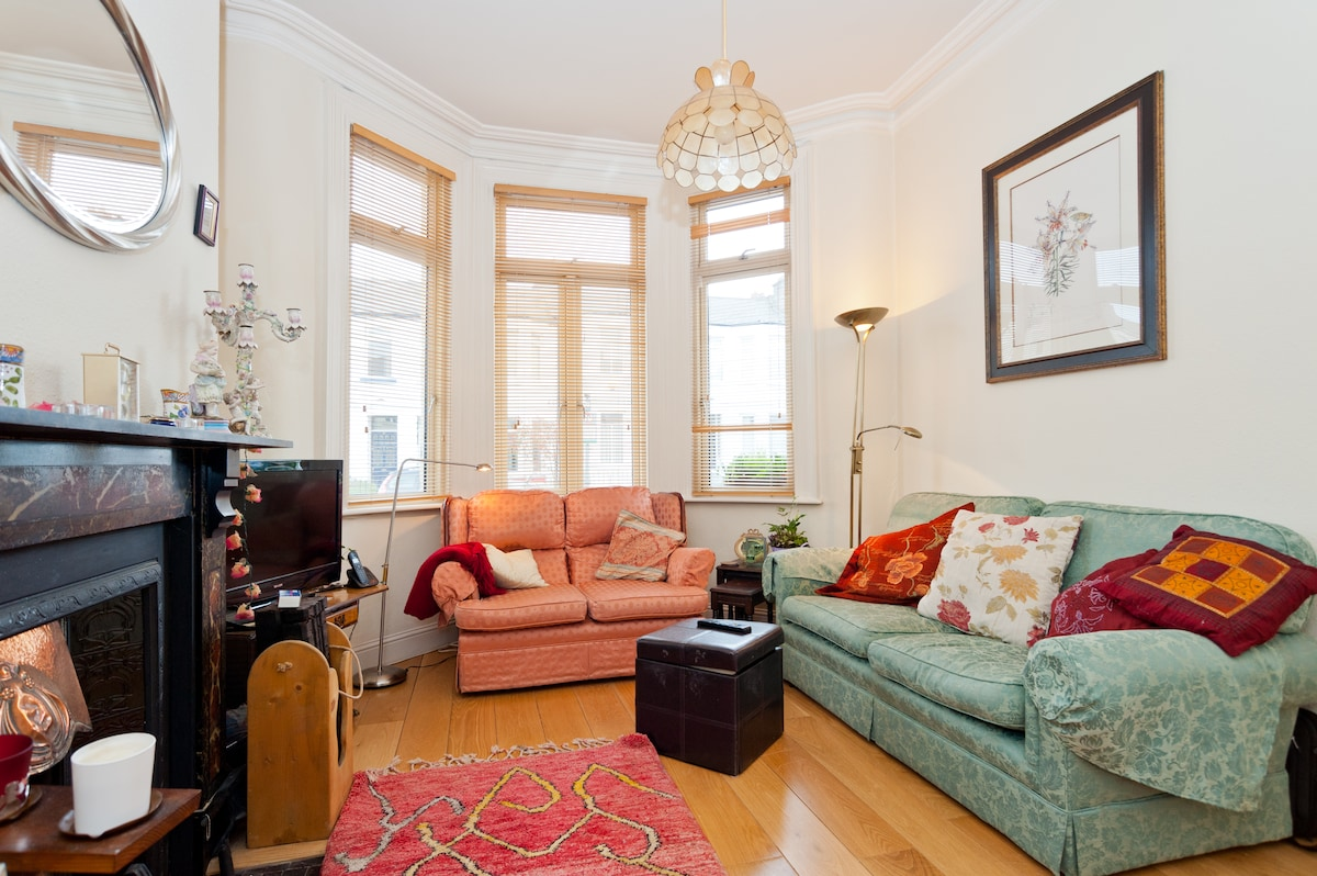 Bright double room in period house.