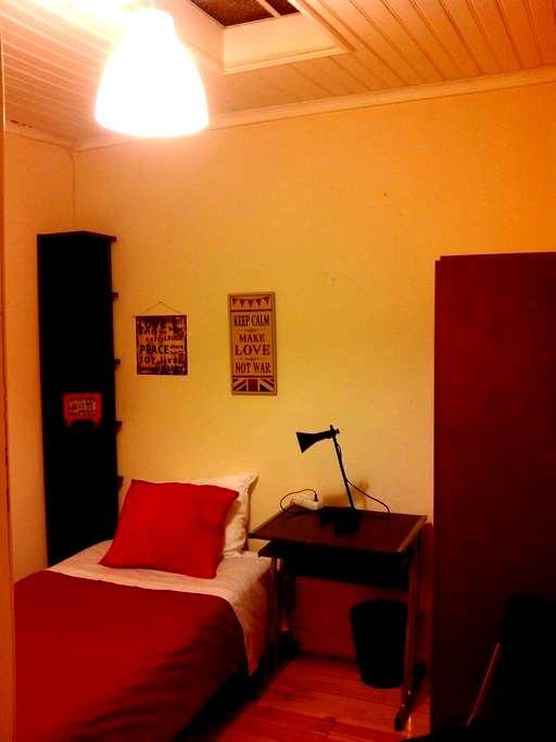 Single bedroom in Belem main street - Lisbon - Apartment