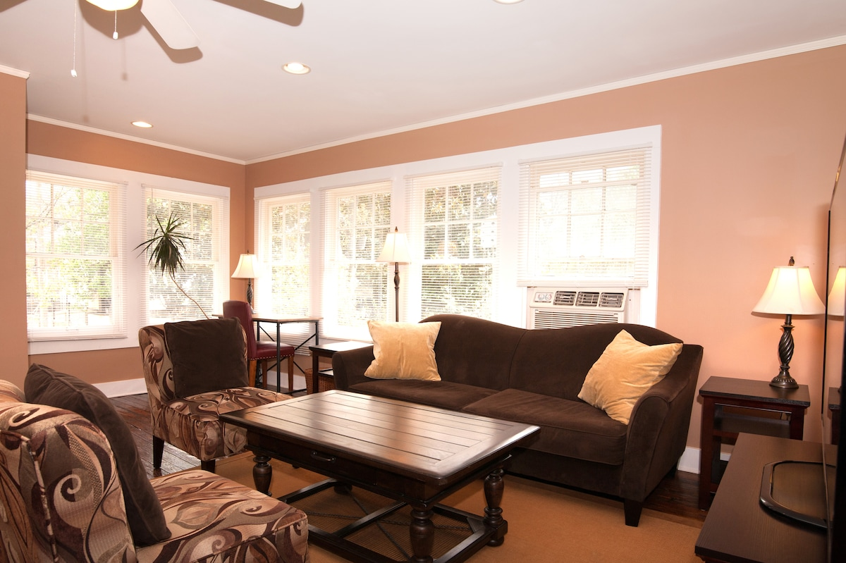 Quiet, Sunny Midtown Carriage House