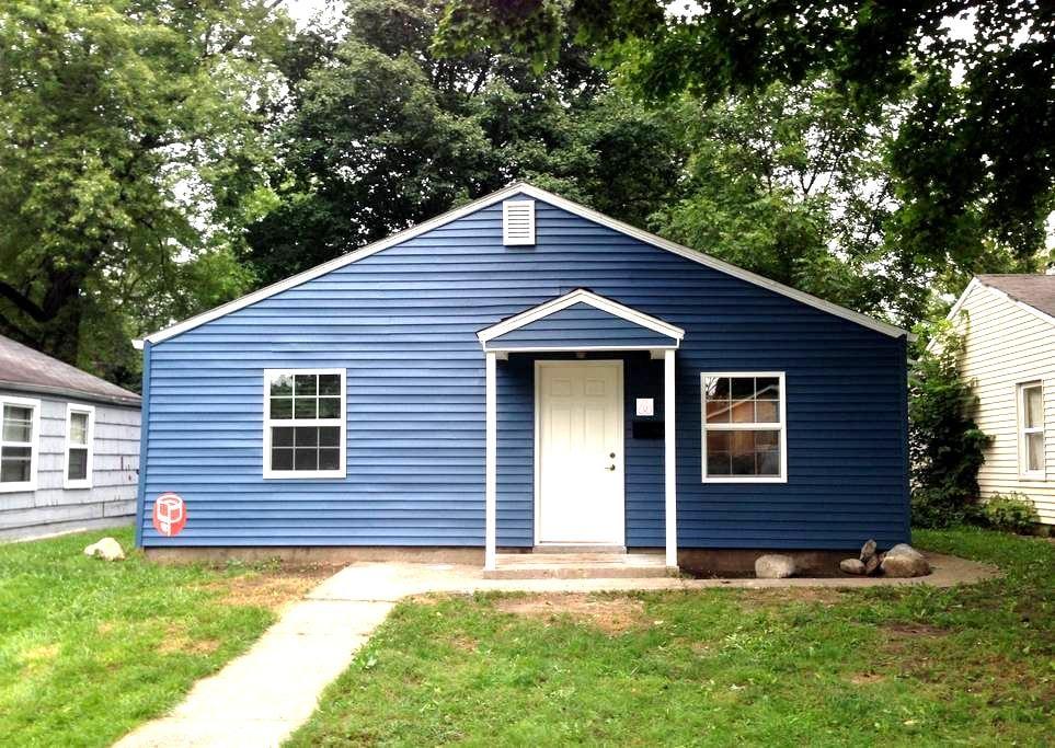 Bedroom 1 - 2.1 miles from Notre Dame - South Bend - Ev