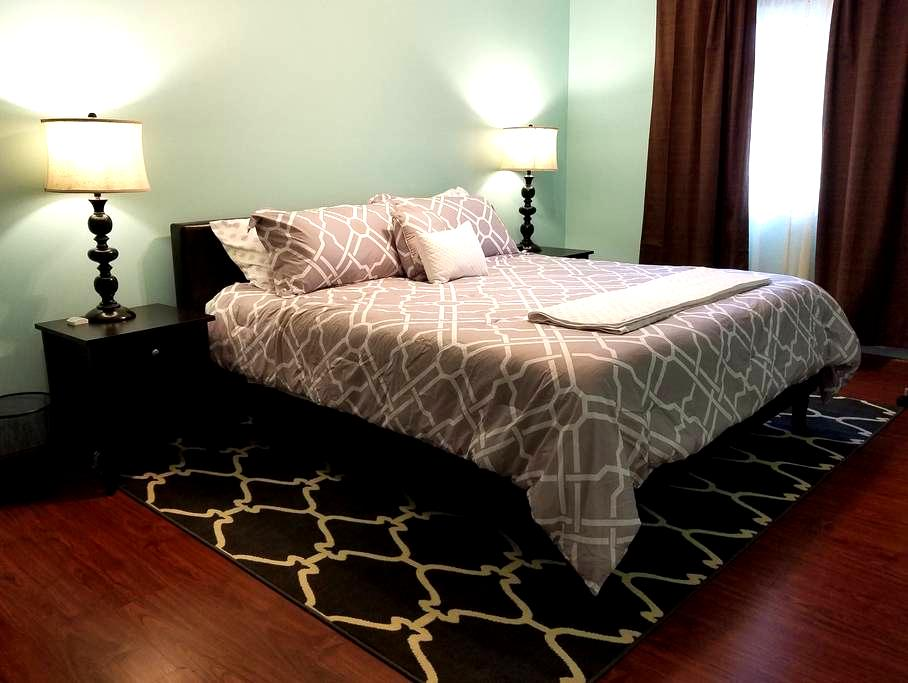 Modern Private Townhome Great for Groups - Eden Prairie - Casa adossada