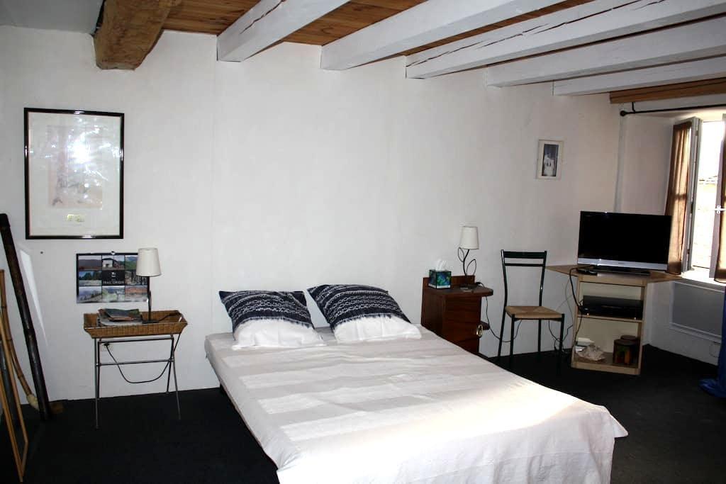Chambre indépendante centre ville - Millau