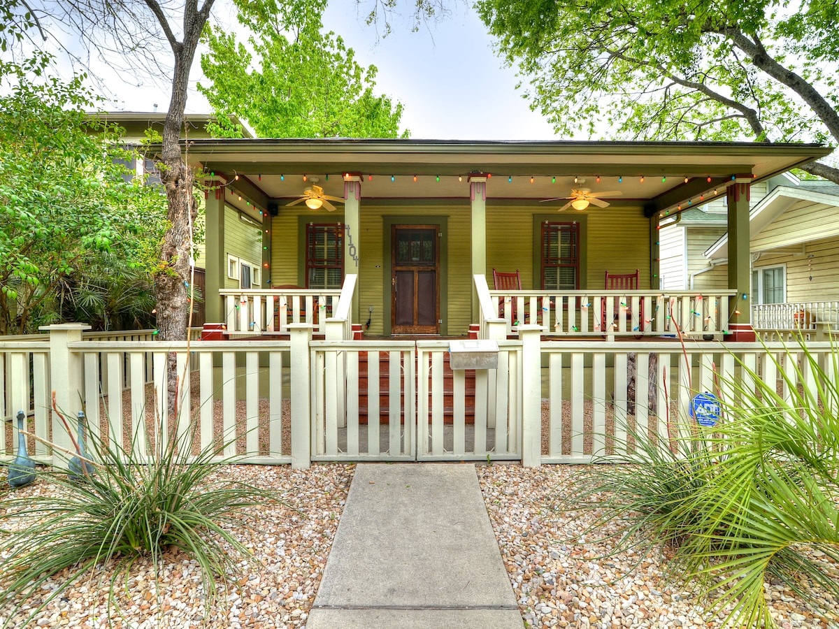 3 Bedroom House with front and back patio!