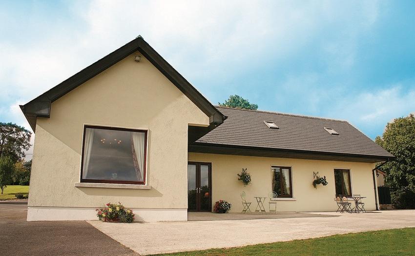 Deerpark Cottage, Convenient & Calm