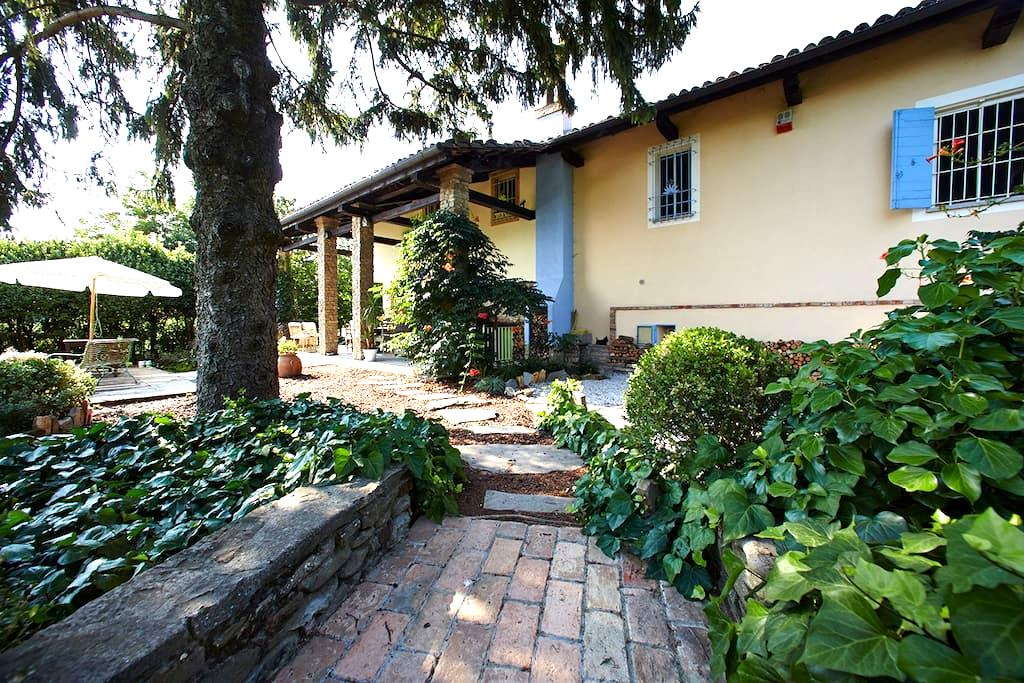 Cozy double room in cascina: garden, deck, view! - Calamandrana
