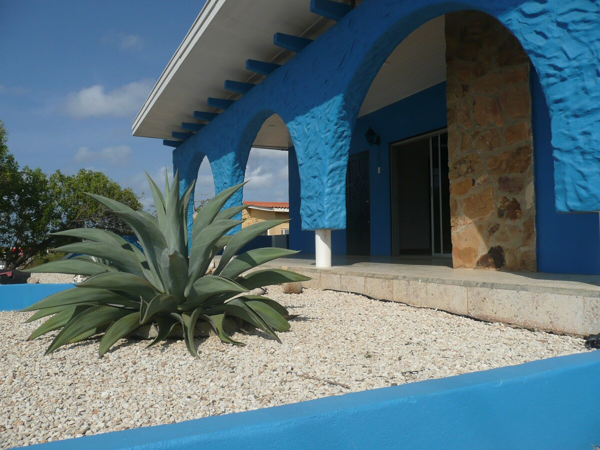 Front view of Casa Pelicano on Bonaire with covered porch