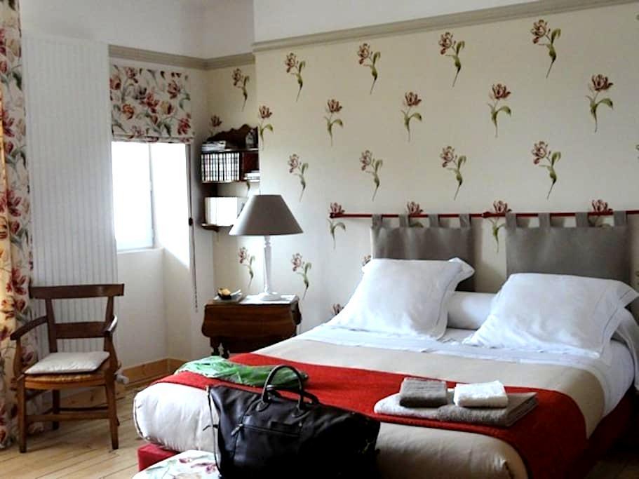 """Le Figuier, chambre """"Les Tulipes"""" - Sainte-Maure-de-Touraine"""