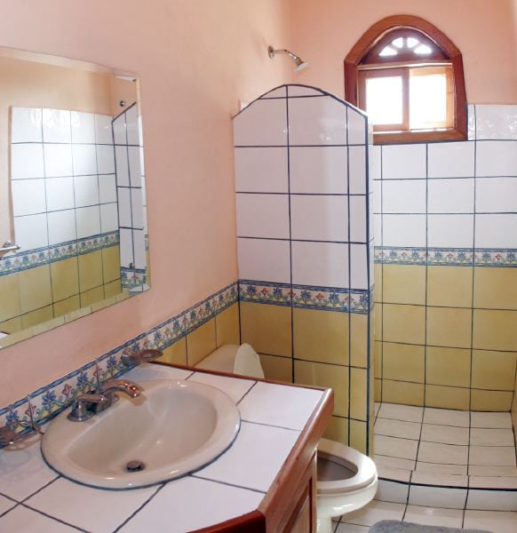 Typical bathroom, very clean.