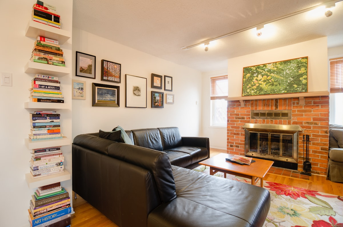Artsy 1BD Downtown with Parking