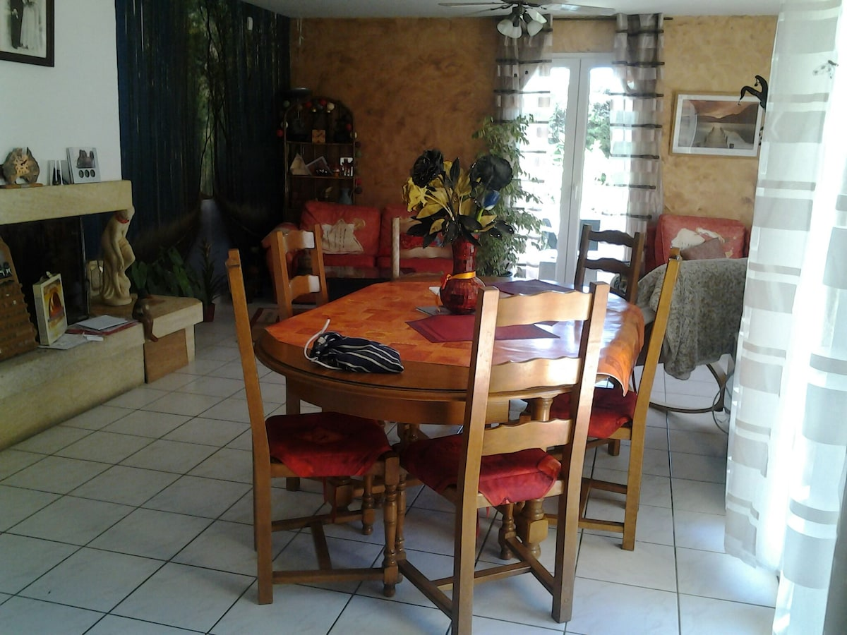 Lunel chambre dans villa provençale