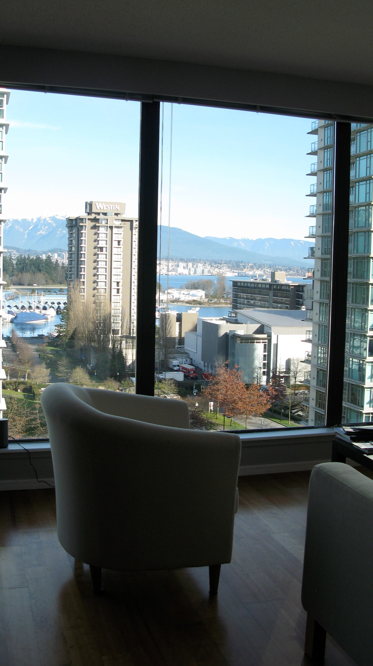 Chic Downtown Apt -Coal Harbour
