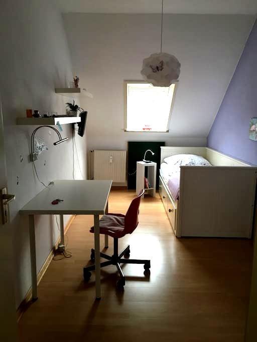 Kleines, süßes Zimmer in ruhiger, zentraler Gegend - Norderstedt - 公寓