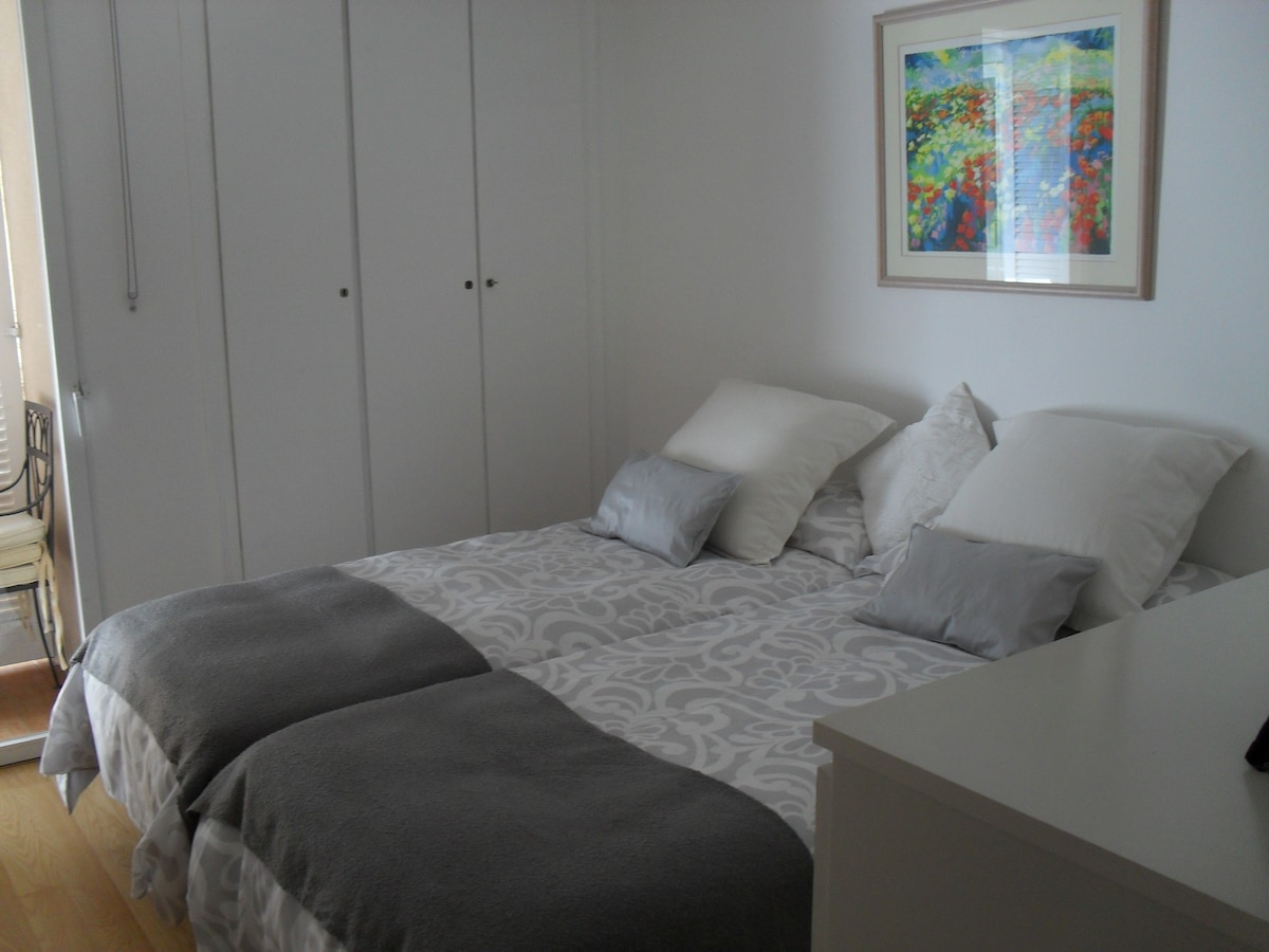 Lovely+peaceful bedroom by the sea