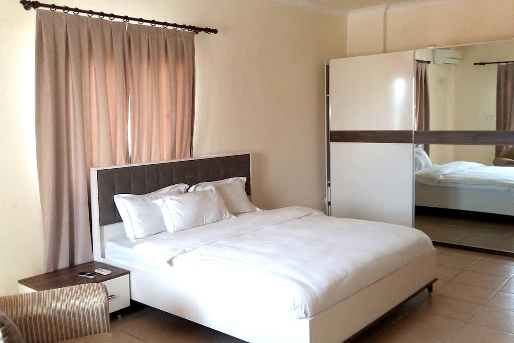 Mikhael's Flats Executive stay - Brazzaville