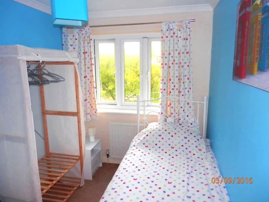 A private, comfortable room. - Helston - House